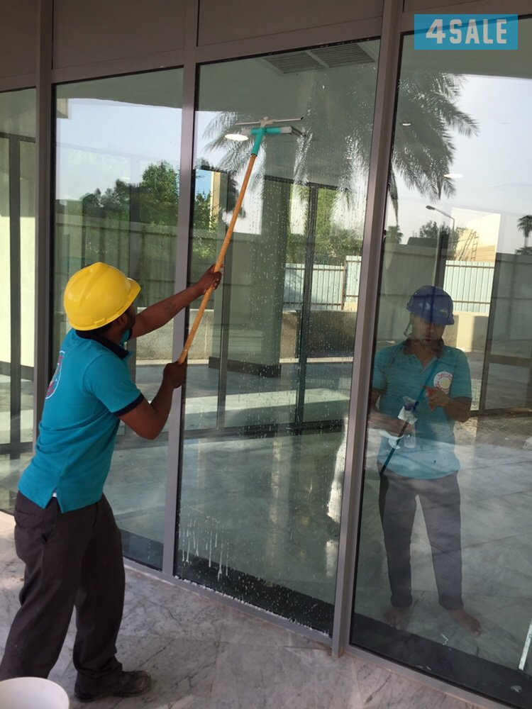 شركة تنظيف واجهات زجاج بالرياض 0556078060 تنظيف واجهات المحلات الزجاجية والكلادينج